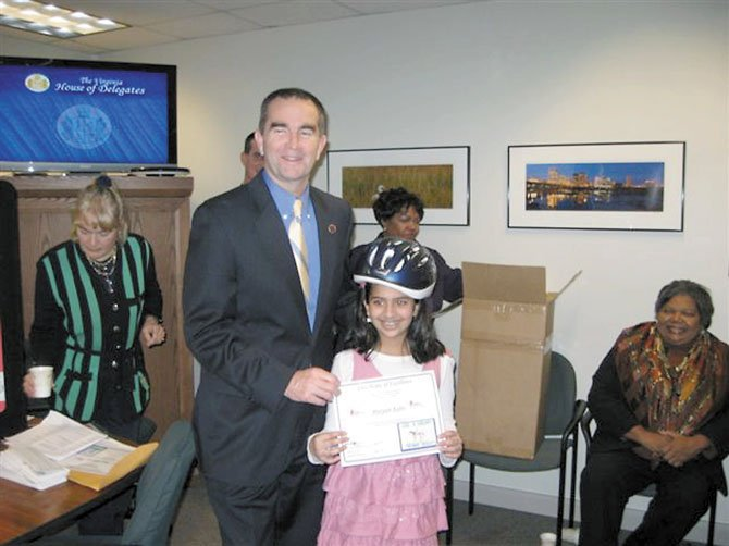 State senator and child neurologist Ralph Northam (D-6) presents the prize to Maryum Khan of Dranesville Elementary School.