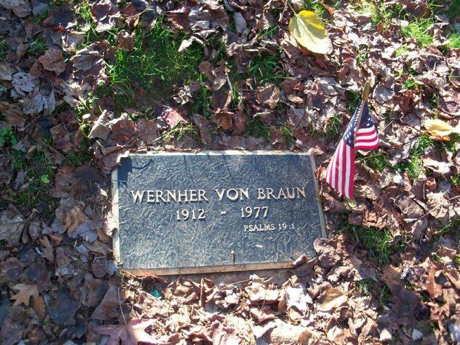 Wernher von Braun's grave in Ivy Hill Cemetery.