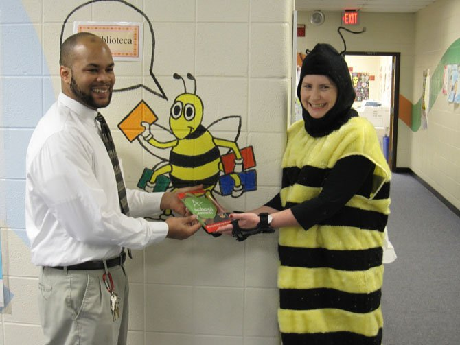 Bryan Hughes of Giant Food presents Principal Kimberly Willison with an A+ School Principal Challenge award.