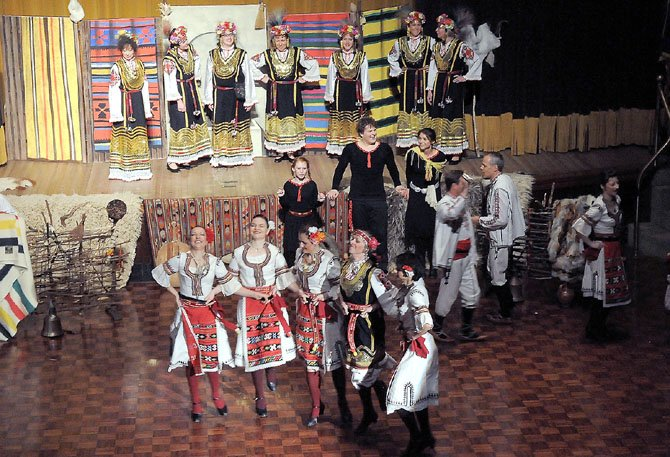 The women of the Zharava perform.