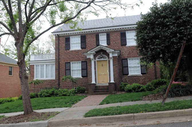 208 Walnut Street West, Alexandria — $1,250,000