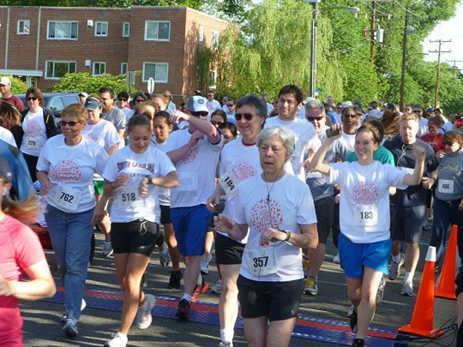 The Kelley Cares 5k starts with its largest number of participants ever.
