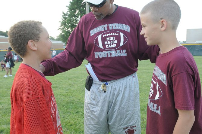 Mount Vernon head football coach Barry Wells talks with Tyrell Lee, left, and Graham Bartolomei.