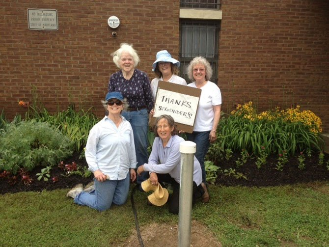 Potomac Country Gardeners (front, from left: Paula Seesman and Dana Semmes; back row from left: Elie Cain, Molly Raymond, and Laurie Clayton)