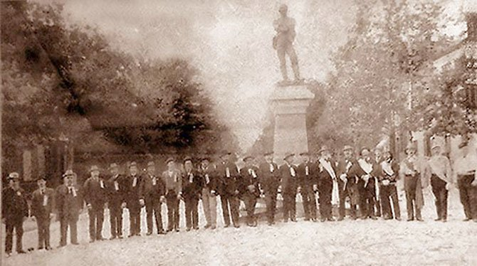 "The dedication of ""Appomattox,"" a statue dedicated to fallen Confederate soldiers from Alexandria, in May 24, 1889."