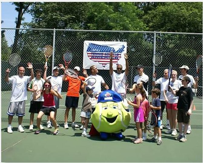 Students pose for Tuckahoe Tennis Kick-Off.