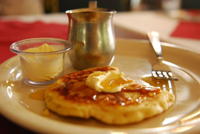 George Washington's breakfast menu included hoe-cakes topped with butter and maple.