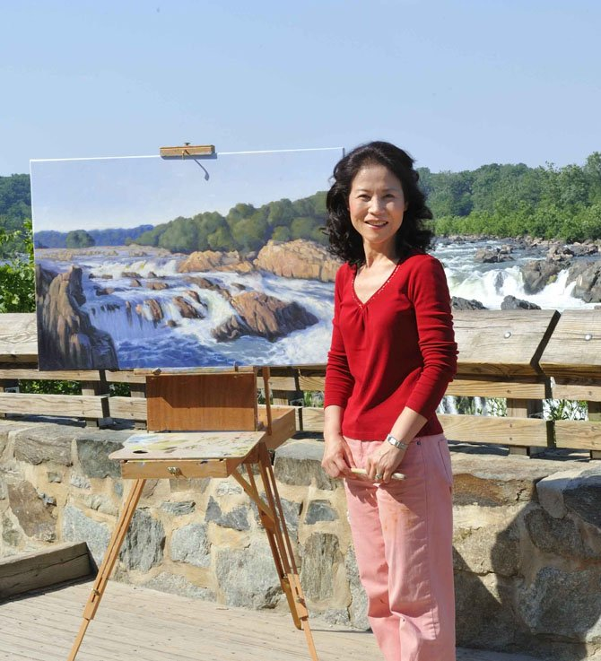 Hwa Crawford painting on location in Great Falls.
