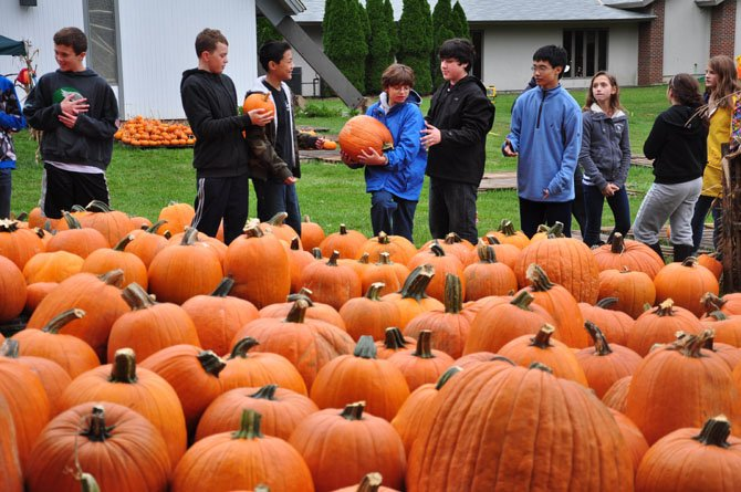 Volunteers form a line to unload pumpkins for the annual St. Thomas Episcopal Church pumpkin patch Sunday, Oct. 7.