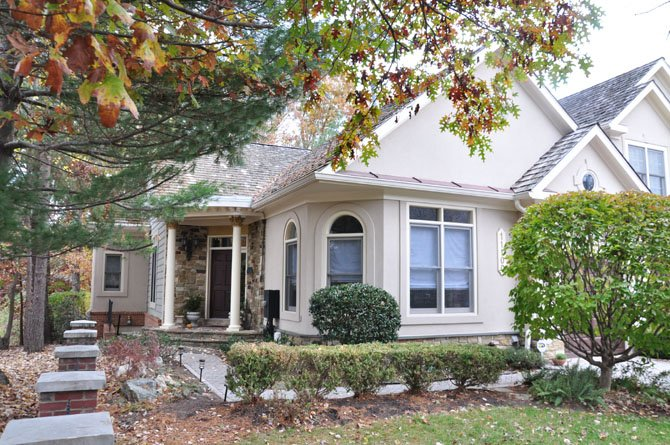 11100 Potomac Crest Drive, Potomac — $725,000