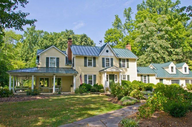 This home in the Vienna/Oakton area is featured on Virginias 80th annual Historic Garden Week tour in Fairfax County.