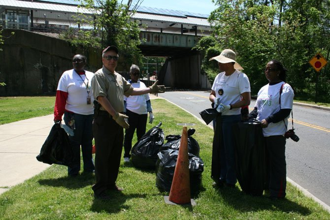 Sheriff Dana Lawhorne thanks the Helping Hands team for cleaning up trash in Rosemont along the path near the railroad overpass.