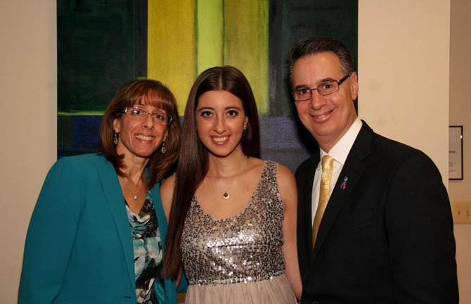 Nikki Ferrarro (center) with parents Sharon and Michael Ferraro.
