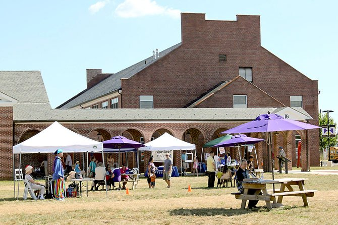 Local residents enjoy sunshine, art and festive atmosphere in the Workhouse quad.