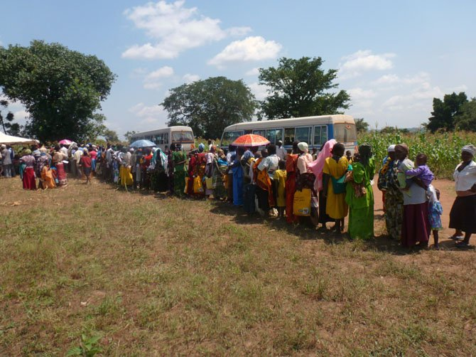 The line for one of Dr. Stroop's clinics, held under a tree.