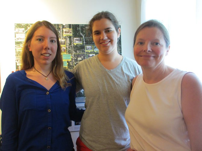 UVA students Caroline Gardiner of Vienna and Virginia Harness created and conducted Historic Vienna's oral history project. Leigh Kitcher, HVI's treasurer, helped to coordinate the project.