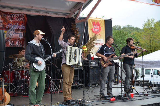 The folk rock band Scythian was at the Main Stage during the afternoon. Members include Alexander Fedoryka, Josef Crosby, Danylo Fedoryka, Ben-David Warner and Tim Hepburn.