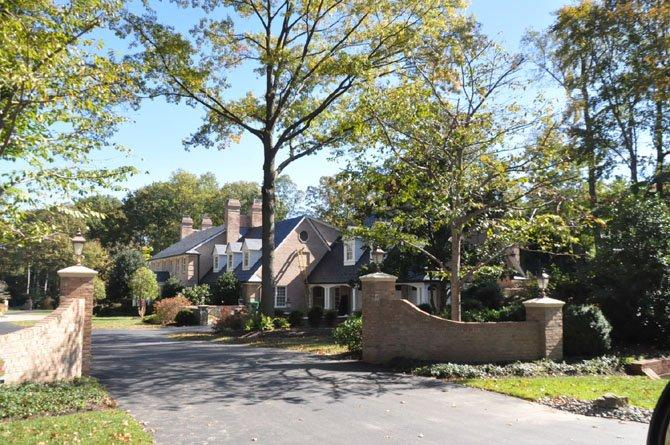 10208 Bentcross Drive — $3,100,000