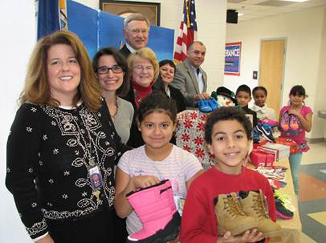 Assistant Principal Rochelle Proctor, Jennifer Boysko, Principal Judy Baldwin, Supervisor John Foust, Executive Director of the Council for the Arts of Herndon Signe Friedrichs, Board Member of the Council for the Arts of Herndon Cesar del Aguila and students from Hutchison Elementary School.
