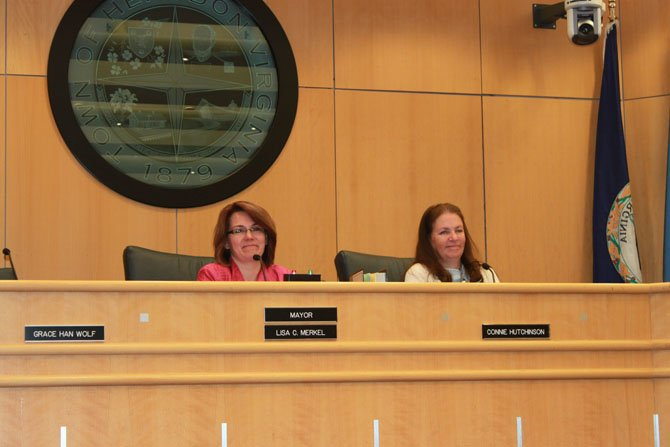 Herndon passes the FY2015 budget at April 22 town council meeting.