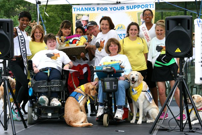 The team Middleburg CCI Labradorables raised the most funds, with over $6,300 contributed in donations. The top individual fundraiser was Caroline Elgin with service dog Shelly, who raised over $3,200 (pictured third from left).