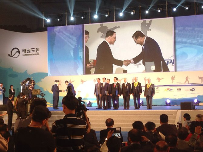 Grandmaster Lee was the first distinguished recipient to receive the Korean President's Commendation at the opening ceremony of The World TaeKwonDo Won in Muju, Republic of S. Korea.