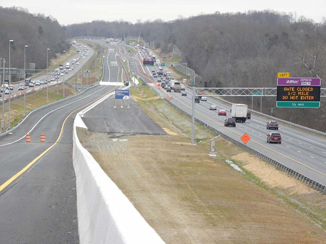 The 95 express lane from the Garrisonville entry point with I-95 N, right and I-95 S, left.