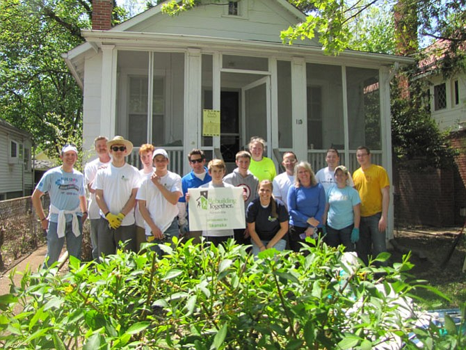 The Skanska team volunteers for Rebuilding Together Alexandria.