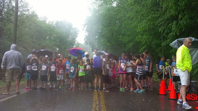 Runners line up to begin the one-mile heat of the Clifton Caboose Twilight Run.