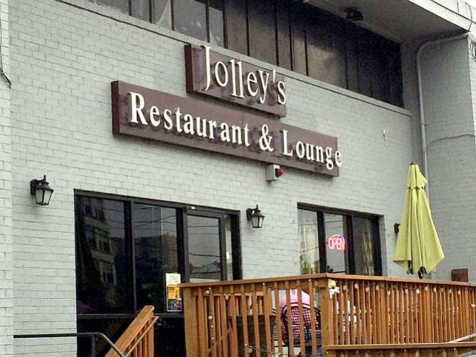 Jolley's Restaurant and Lounge offers Ethiopian cuisine.