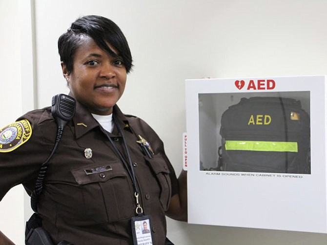 Deputy Gloria Wright with the AED on the rhird floor of the Alexandria Courthouse.