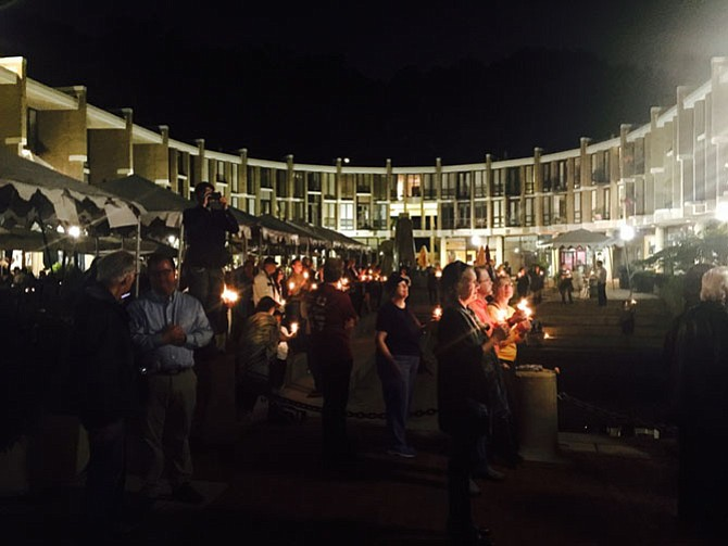 Hundreds of candles shone in memory of Robert Simon last Friday, Sept. 25 at Lake Anne.