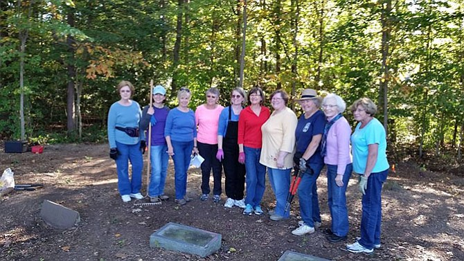 Members of Anna Maria Fitzhugh Chapter.