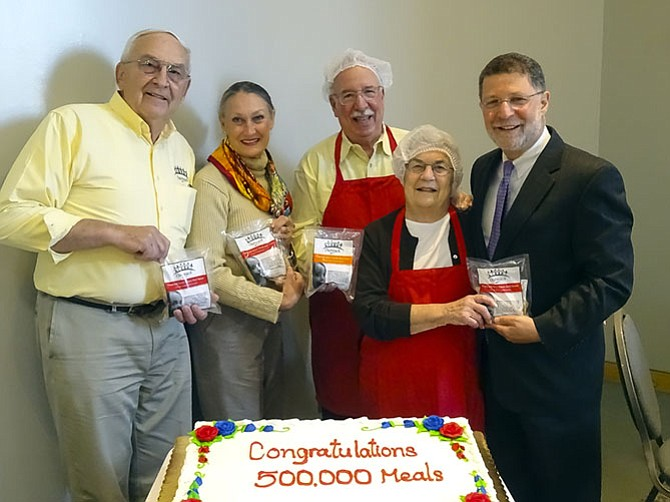 From left: Floyd Hammer, Outreach Program Founder; Kathy Hamilton, Outreach Program Founder; Jeff Bergman, WHC Hunger Project Co-Chair; Joan Adoff, WHC Hunger Project Co-Chair, and M. Bruce Lustig, WHC Senior Rabbi.