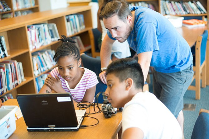 Norwood School will partner with Horizons Greater Washington this summer to offer a program to low-income students. In addition to reading and math, enrichment activities will include robotics, art and music.