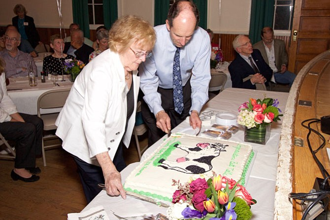 Betty Nalls Swartz cuts the cake with Mike Kearney's help.