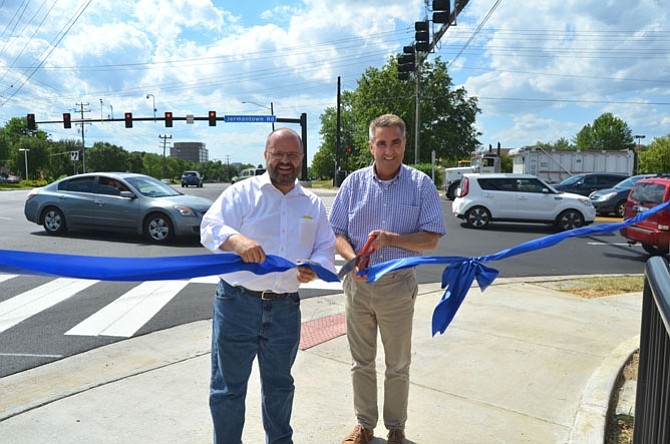 Mayor R. Scott Silverthorne (right) and NVTA Chairman Martin E. Nohe (left) cutting a ribbon at the opening of the new lanes.