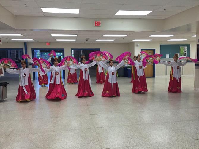 The Korean Fan Dancer Showcase featured ten dancers (in alphabetical order): Amy Ahn, Sunny Ahn, Maggie Ayers, Mallory Hipp, Heera Hong, Sara Hong, Clara Kim, Sabrina Mai, Allissa Nguyen and Vivian Nguyen.