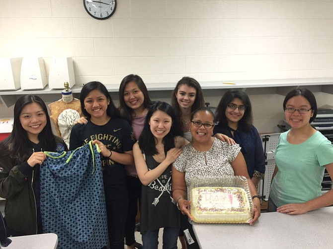 """o thank the Fashion Careers students at Fairfax Academy for the Arts, Teri Reaves, the Vice President of the Falls Church Chapter of the Alpha Kappa Alpha Sorority visited with a """"Thank You"""" cake. Students Kylie Heo, Carmaine Esguerra, Enkrina Burulova, Fashion Careers Instructor Jin-A Chang, Hana Mahle, and Kriti Bhagat surround Fashion Careers instructor Jin-A Chang and Vice President of the Chi Beta Omega chapter of the Alpha Kappa Alpha Sorority, Teri Reaves. The base school of all these students is Fairfax High School."""