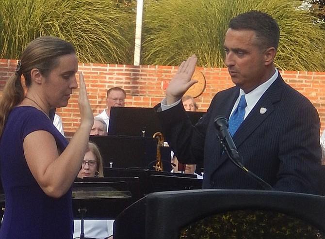 City Clerk Melanie Crowder administers the oath of office to Fairfax Mayor Scott Silverthorne on June 30.