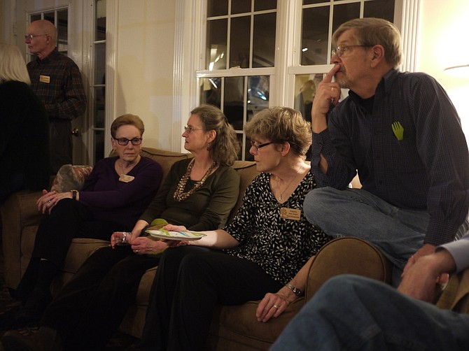 From left: Tree Stewards Don Walsh, Jan Hull, Debra Wood, Katrina Van Duyn and her husband Rich listen to a briefing on champion and notable trees.