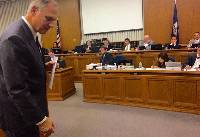 Del. Rich Anderson (R-51) explains his bill to a panel of House members.