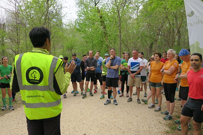 Each parkrun event begins with a short motivational speech by the volunteer run director, as well as a show of hands and applause for first-time participants and visitors from abroad.