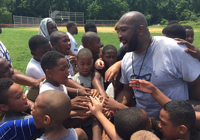 Former NFL standout Ratcliff Thomas will lead the Ratcliff Thomas Foundation's 2nd annual Youth Football Camp Aug. 3 at George Washington Middle School.