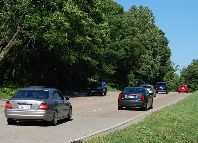 Mid-afternoon traffic in May on the George Washington Parkway near Vernon View Drive.