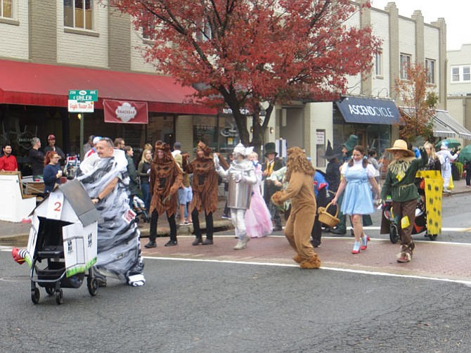 "The cast of ""Wizard of Oz"" in the Del Ray Halloween Parade."