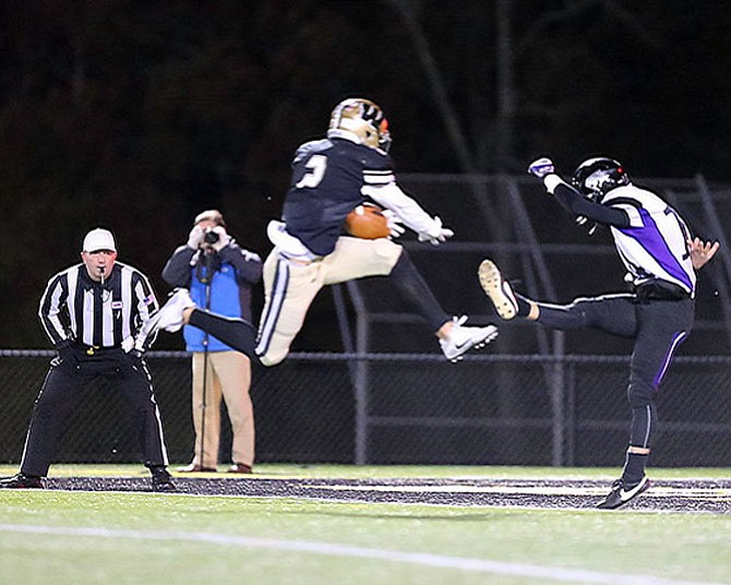 The Westfield Bulldogs and Battlefield Bobcats had a first round playoff matchup on Nov. 10. After a scoreless 1st quarter, Westfield's Taylor Morin blocked a punt which he caught in the endzone. In the 3rd quarter Westfield added to the lead when Gavin Kiley ran 75 yards after catching a Noah Kim pass for a TD. Eugene Asante would run in from 38 yards to give Westfield a 21-0 lead with 2:16 left in the 3rd. Taylor Morin would then intercept a Battlefield pass and convert it into a pick 6 giving Westfield a 28-0 lead. Battlefield would score twice late in the 4th.