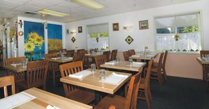 Sunflower Vegetarian Restaurant (Vienna) is located at 2531 Chain Bridge Road, Vienna.