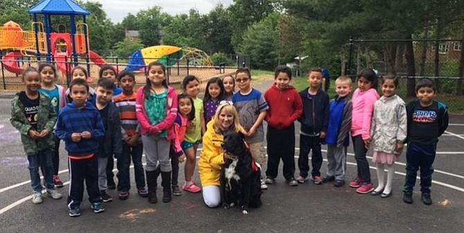 Rebecca Dodge's 1st Grade Class with Susie.