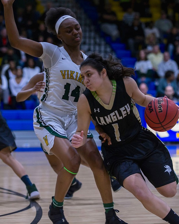 The Langley Saxon girls (19-7) defeated Woodbridge Vikings (21-4) in the first round of state championship, 47-46. Langley's Jordyn Callaghan scored 12 points.